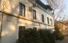 12-комнатный дом помесячно, 500 м², 10 сот., Луганского 34 — Сатпаева за 1 млн 〒 в Алматы, Медеуский р-н