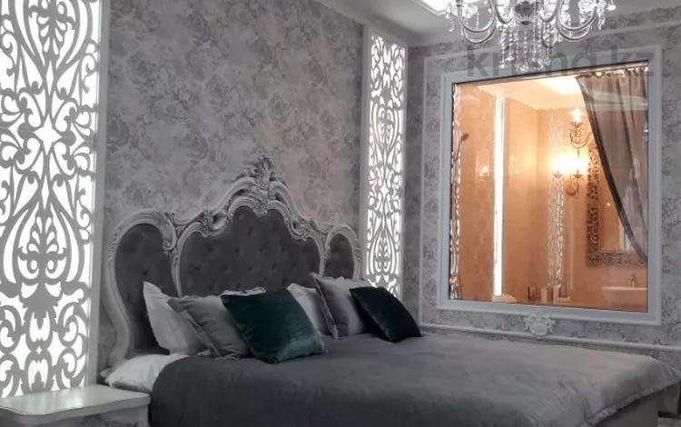 1-комнатная квартира, 45 м², 5/16 этаж посуточно, проспект Кунаева 39 — Мадели кожа за 15 000 〒 в Шымкенте, Аль-Фарабийский р-н