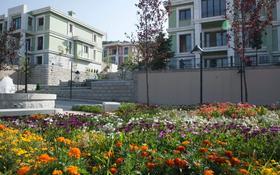 5-комнатный дом поквартально, 306 м², 15 сот., мкр Горный Гигант, Жамакаева 256а за 2.2 млн 〒 в Алматы, Медеуский р-н