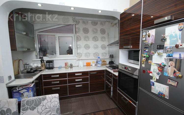 2-комнатная квартира, 63 м², 5/5 этаж, мкр Тастак-2, Тургута Озала за 21.5 млн 〒 в Алматы, Алмалинский р-н