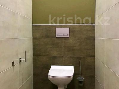 2-комнатная квартира, 81 м², 9/9 этаж помесячно, мкр Кадыра Мырза-Али за 300 000 〒 в Уральске, мкр Кадыра Мырза-Али — фото 10
