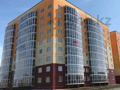 2-комнатная квартира, 81 м², 9/9 этаж помесячно, мкр Кадыра Мырза-Али за 300 000 〒 в Уральске, мкр Кадыра Мырза-Али — фото 17
