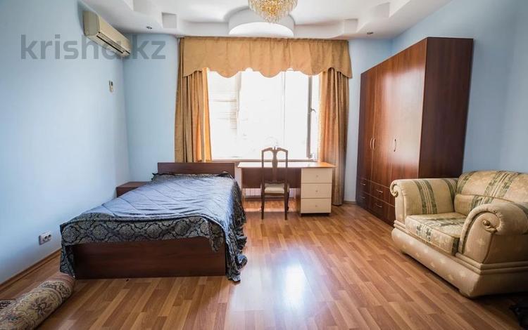 6-комнатная квартира, 290 м², 4/4 этаж, мкр Самал-3, Мендикулова бульвар за 255 млн 〒 в Алматы, Медеуский р-н