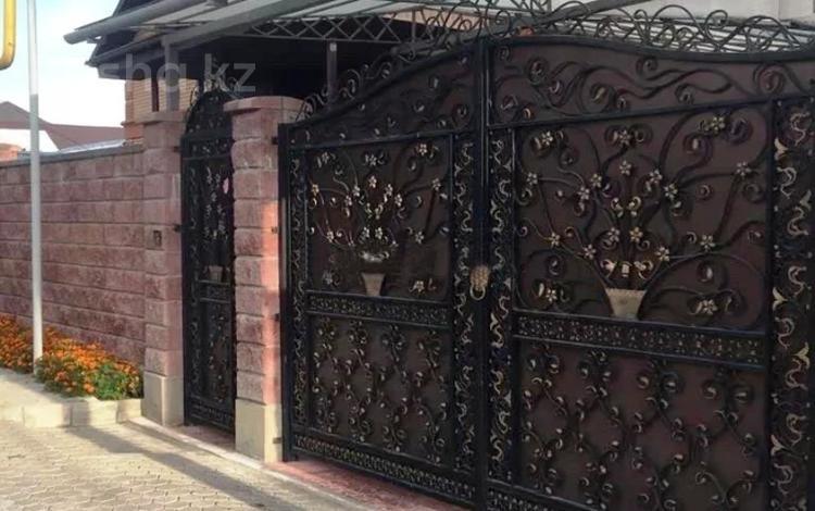 5-комнатный дом, 250 м², 10 сот., мкр Нур Алатау за 147 млн 〒 в Алматы, Бостандыкский р-н