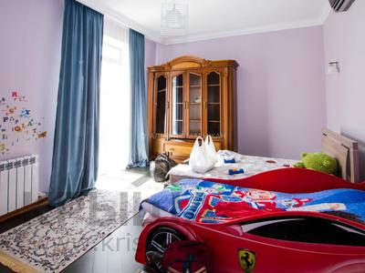 6-комнатный дом помесячно, 365 м², 2 сот., Кенесары Хана — Аскарова за 600 000 〒 в Алматы, Бостандыкский р-н — фото 17