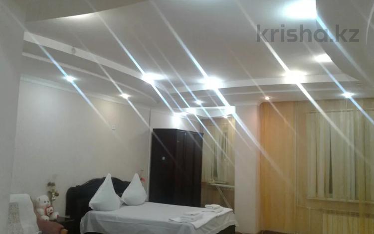 2-комнатная квартира, 65 м², 2/9 этаж посуточно, Кульманова 1 за 10 000 〒 в Атырау