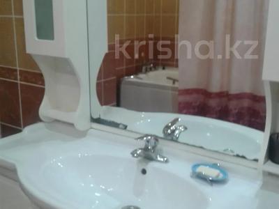 2-комнатная квартира, 65 м², 2/9 этаж посуточно, Кульманова 1 за 10 000 〒 в Атырау — фото 10