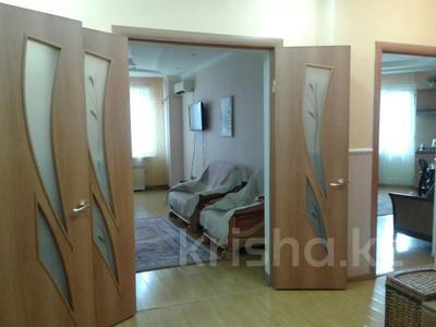 2-комнатная квартира, 65 м², 2/9 этаж посуточно, Кульманова 1 за 10 000 〒 в Атырау — фото 12
