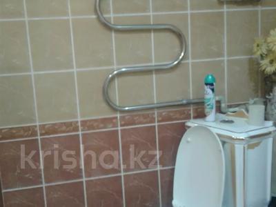 2-комнатная квартира, 65 м², 2/9 этаж посуточно, Кульманова 1 за 10 000 〒 в Атырау — фото 14