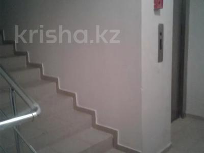 2-комнатная квартира, 65 м², 2/9 этаж посуточно, Кульманова 1 за 10 000 〒 в Атырау — фото 17