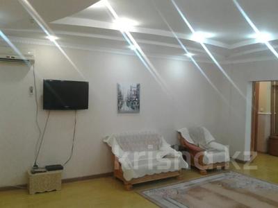 2-комнатная квартира, 65 м², 2/9 этаж посуточно, Кульманова 1 за 10 000 〒 в Атырау — фото 3