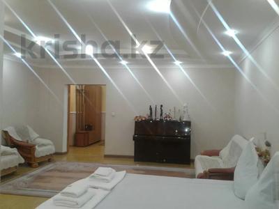 2-комнатная квартира, 65 м², 2/9 этаж посуточно, Кульманова 1 за 10 000 〒 в Атырау — фото 4