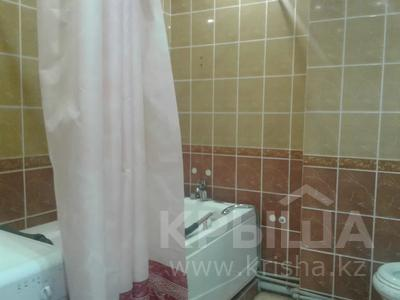 2-комнатная квартира, 65 м², 2/9 этаж посуточно, Кульманова 1 за 10 000 〒 в Атырау — фото 9