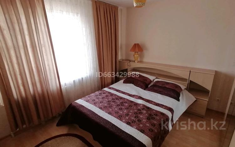 2-комнатная квартира, 67 м², 8/11 этаж посуточно, 12мкр за 8 000 〒 в Актобе, мкр 12