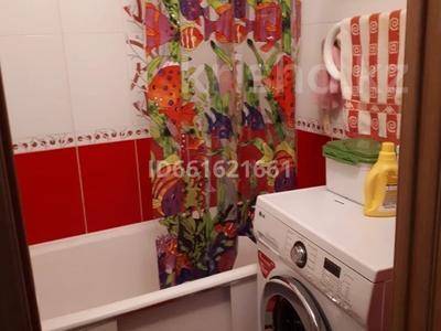 4-комнатная квартира, 80 м², 6/9 этаж помесячно, Сатпаева 4 за 160 000 〒 в Усть-Каменогорске — фото 9