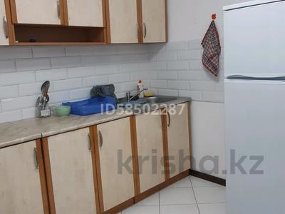 2-комнатная квартира, 50 м², 3/5 этаж посуточно, Авангард-3 за 8 000 〒 в Атырау, Авангард-3 — фото 5