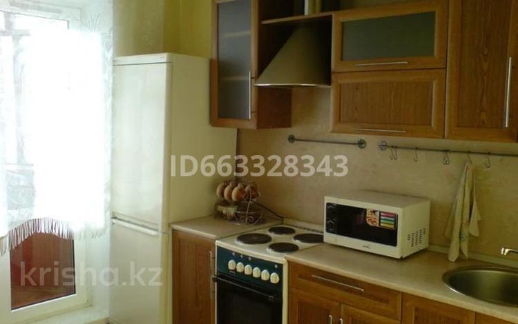1-комнатная квартира, 57 м², 4/10 этаж посуточно, Саупан 2 — Достык за 5 000 〒 в Нур-Султане (Астана), Есиль р-н