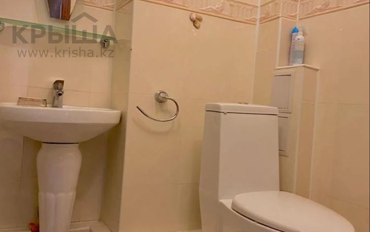5-комнатная квартира, 120 м², 1/12 этаж на длительный срок, мкр Самал-2 88 за 700 000 〒 в Алматы, Медеуский р-н
