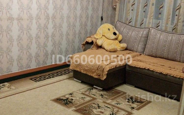 3-комнатная квартира, 64 м², 5/5 этаж, Пушкина 22 за 7 млн 〒 в Аксу