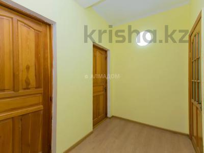 4-комнатный дом помесячно, 133 м², Достык — Аль Фараби за 250 000 〒 в Алматы, Медеуский р-н — фото 7