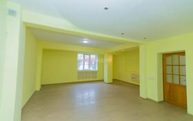 4-комнатный дом помесячно, 133 м², Достык — Аль Фараби за 300 000 〒 в Алматы, Медеуский р-н