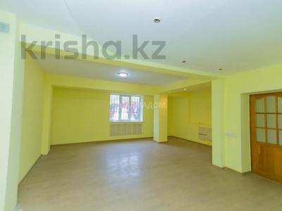 4-комнатный дом помесячно, 133 м², Достык — Аль Фараби за 250 000 〒 в Алматы, Медеуский р-н