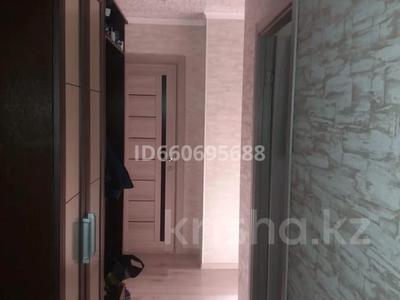 4-комнатная квартира, 64 м², 2/5 этаж, Ружейникова 10 — Гагарина за 14 млн 〒 в Уральске — фото 2