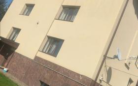6-комнатный дом помесячно, 450 м², 10 сот., мкр Каменское плато, Банковская за 700 000 〒 в Алматы, Медеуский р-н
