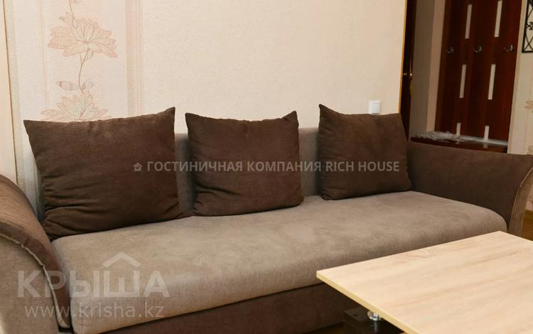 2-комнатная квартира, 50 м², 2/5 этаж посуточно, Алиханова 10 — проспект Бухар жырау за 10 995 〒 в Караганде, Казыбек би р-н