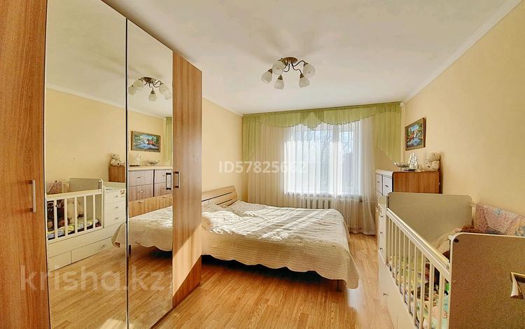 4-комнатная квартира, 83 м², 3/3 этаж, 83-й квартал 9 за 22.5 млн 〒 в Караганде, Казыбек би р-н