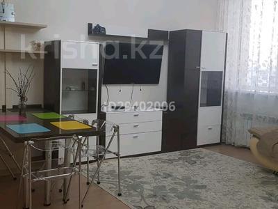 3-комнатная квартира, 119 м², 7/8 этаж помесячно, Керей и Жанибек хандар 6 — Туран за 230 000 〒 в Нур-Султане (Астана), Есиль р-н