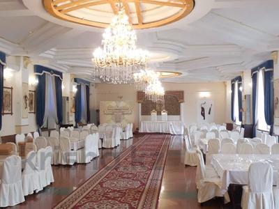 Здание, площадью 2245 м², Ашимова — Кунаева за 312 млн 〒 в Алматы, Наурызбайский р-н — фото 4