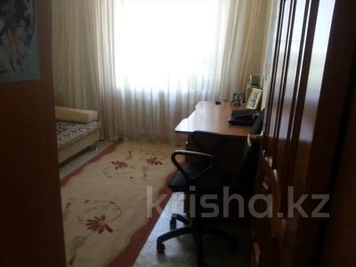 3-комнатная квартира, 56 м², 6/9 этаж, 5микрорайон — Пр-кт А Молдагулова за 10 млн 〒 в Актобе, мкр 5 — фото 3