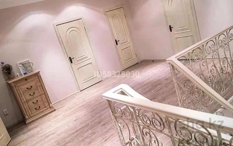 8-комнатный дом помесячно, 365 м², 10 сот., мкр Сарыкамыс-2 за 850 000 〒 в Атырау, мкр Сарыкамыс-2