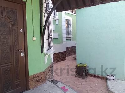 10-комнатный дом, 320 м², 8 сот., мкр Самал-1 — Рыскулова за 200 млн 〒 в Шымкенте, Абайский р-н