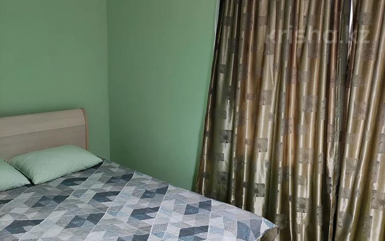 2-комнатная квартира, 45 м², 4/5 этаж посуточно, улица Карахан 2 — Толе би за 10 000 〒 в Таразе