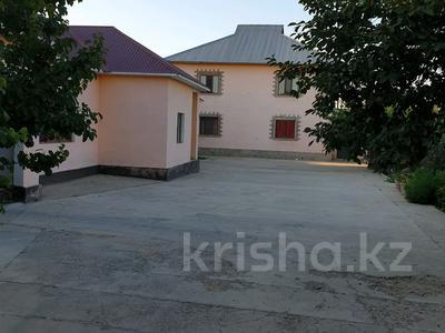 6-комнатный дом, 300 м², 16 сот., Мкр. Самал2 22 за 65 млн 〒 в Шымкенте — фото 19