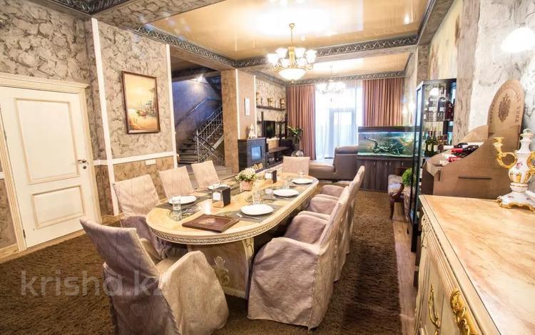 Здание, площадью 1970 м², Диваева 35 за 1.3 млрд 〒 в Алматы, Медеуский р-н