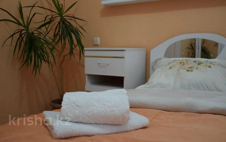 2-комнатная квартира, 55 м², 2/5 этаж посуточно, улица Ахмедияра Хусаинова 55 — Назарбаева за 12 000 〒 в Уральске