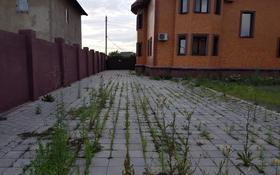 7-комнатный дом, 350 м², 10 сот., Мкр Оазис за 61 млн 〒 в Караганде, Казыбек би р-н