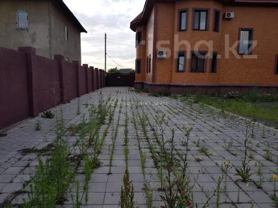 7-комнатный дом, 350 м², 10 сот., Мкр Оазис за 58 млн 〒 в Караганде, Казыбек би р-н