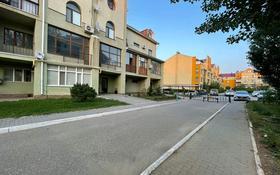 4-комнатная квартира, 211 м², 3/4 этаж, Санкибай батыра 253 за 55 млн 〒 в Актобе