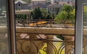 2-комнатная квартира, 80 м² помесячно, Омаровой 33 за 250 000 〒 в Алматы