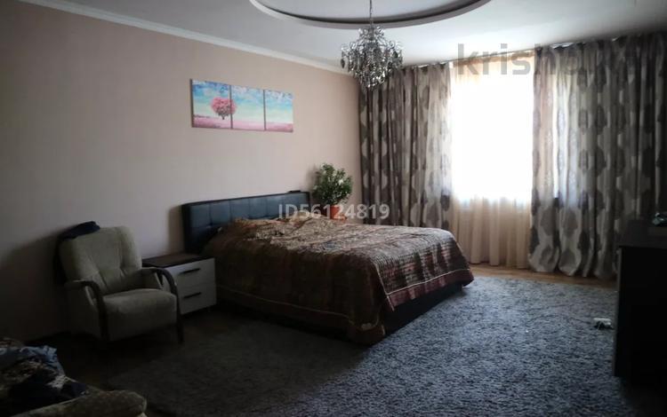 9-комнатный дом, 348 м², 8 сот., Наурызбайский р-н, мкр Таусамалы за 90 млн 〒 в Алматы, Наурызбайский р-н
