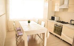 2-комнатная квартира, 75 м², 1/5 этаж посуточно, мкр. Батыс-2 за 9 990 〒 в Актобе, мкр. Батыс-2