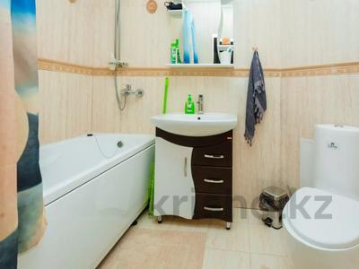 2-комнатная квартира, 90 м², 3 этаж посуточно, Достык 12/1 за 11 990 〒 в Нур-Султане (Астана), Есиль р-н — фото 15
