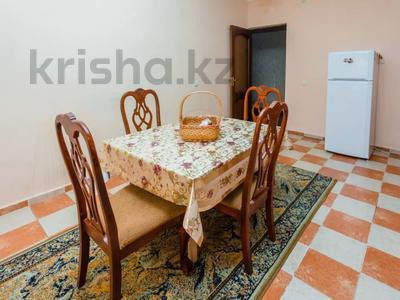 2-комнатная квартира, 90 м², 3 этаж посуточно, Достык 12/1 за 11 990 〒 в Нур-Султане (Астана), Есиль р-н — фото 10