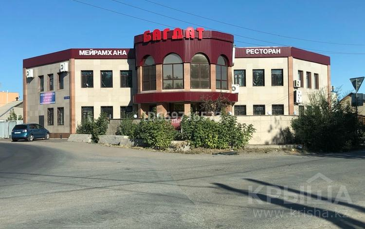 Здание, Дюсембекова 1 Б — Луговая площадью 700 м² за 2 000 〒 в Караганде, Казыбек би р-н