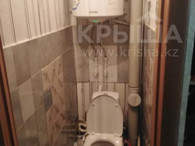 3-комнатная квартира, 51 м², 5/5 этаж, 19-й мкр за 9.4 млн 〒 в Караганде, Октябрьский р-н — фото 9