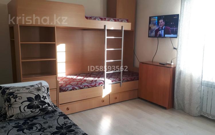 2-комнатная квартира, 60 м², 3/3 этаж помесячно, Алтын Ауыл 10 г за 80 000 〒 в Каскелене